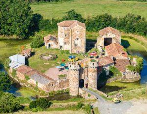 chateau-de-sanzay-deux-sevres-pres-camping-lac-hautibus