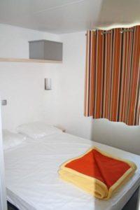 location-mobil-home-2-chambres-5-personnes-chambre-camping-au-lac-hautibus