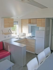 location-mobil-home-3-chambres-6-personnes--cuisine-camping-au-lac-hautibus