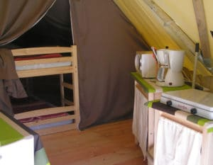 location-tipi-insolite-2-chambres-4-personnes-chambre-camping-au-lac-hautibus
