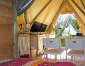 location-tipi-insolite-2-chambres-4-personnes--cuisine-camping-au-lac-hautibus
