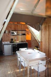 location-tipi-insolite-3-chambres-6-personnes-sejour-camping-au-lac-hautibus