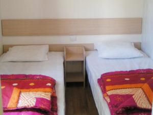 location-mobil-home-2-chambres-confort-plus-chambre-lit-simple-deux-sevres-camping-au-lac-hautibus