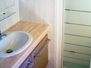 location-mobil-home-2-chambres-confort-plus-douche-deux-sevres-camping-au-lac-hautibus