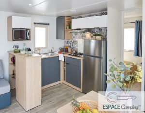 acheter-mobil-home-neuf-2-chambres-dressing-lodge-872-cuisine-espace-camping