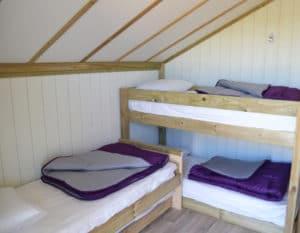 Lodge-6-personnes-avec-climatisation-chambres-enfants-camping-au-lac-hautibus