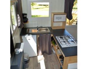 Lodge-chalet-insolite-6-personnes-avec-cuisine-camping-au-lac-hautibus
