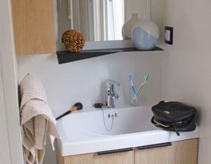 location-mobil-home-1-chambre-2-personnes-avec-douche-camping-hautibus-deux-sevres